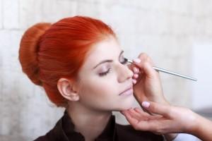 ΛΕΥΚΟ ΜΟΛΥΒΙ ΜΑΤΙΩΝ Ένα απαραίτητο καλλυντικό για το μακιγιάζ σας